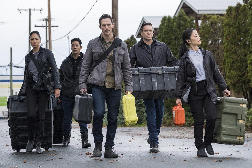 Debris 1x02